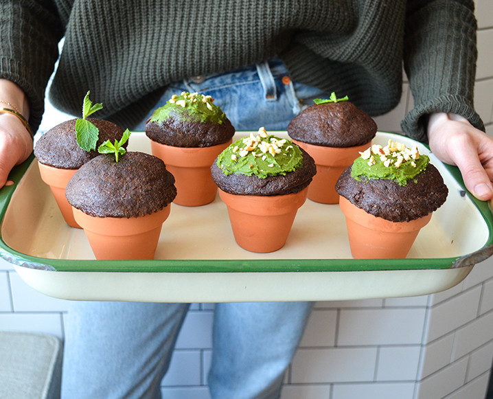 The Chalkboard Mag - Earthday Cupcakes - Favorite Dessert